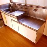 キッチン上部には窓もあり、陽当りや風通し良好です。換気効率も良くなります。(キッチン)