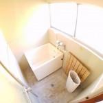 窓付浴室な為、カビの発生を抑えられ換気効率も良いです。(風呂)
